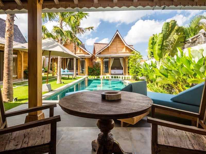Villa com 6 quartos e 6 banheiros com acesso à piscina - ********