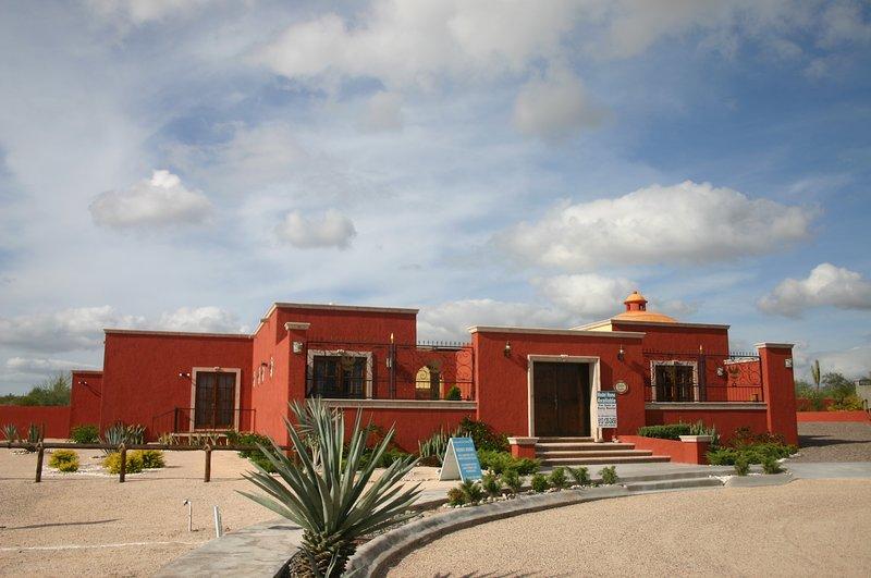Elegant New Hacienda Style Home, holiday rental in El Centenario