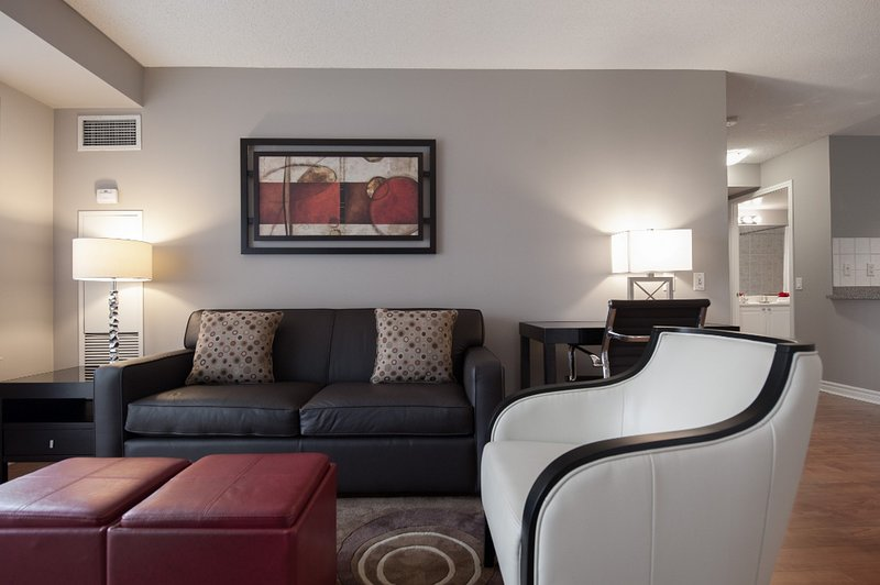 Skymark - 2 Bedroom/2 Bathroom Suite, vacation rental in Mississauga