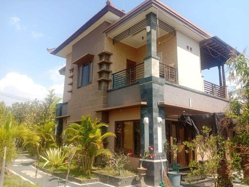 A very nice cozy family home with 2 floors, fully furnished now Dec Promo, Ferienwohnung in Banjar