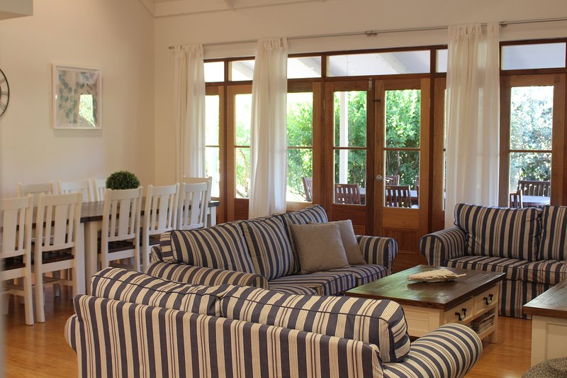 Seaside Garden Cottages:The Villa. Sleeps up to 12, 4.5 Bedrooms, 2 Bathrooms, holiday rental in Kangaroo Island