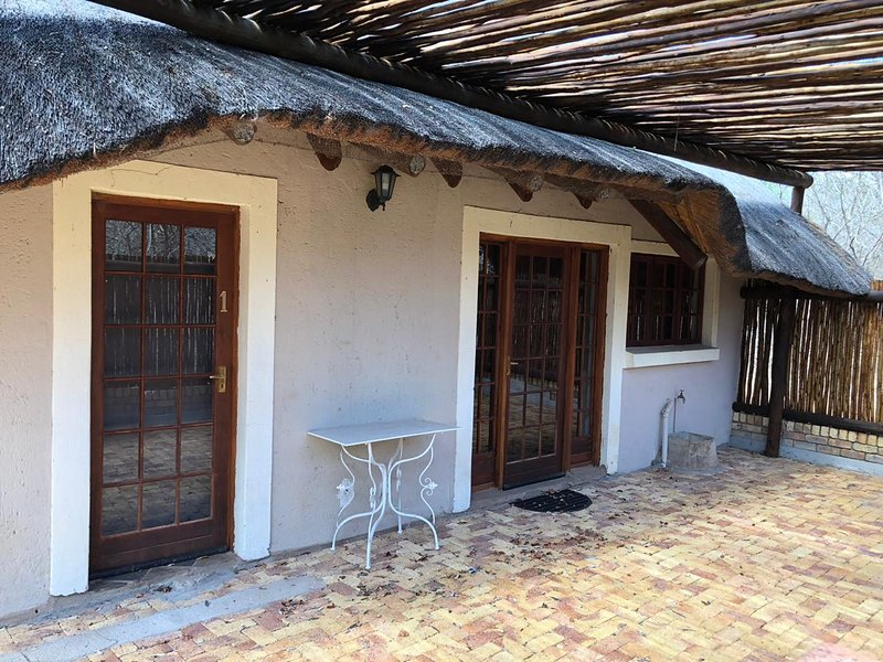 2 Double bedrooms 2 bathrooms Airconditioned kitchen dining living room and TV, holiday rental in Komatipoort