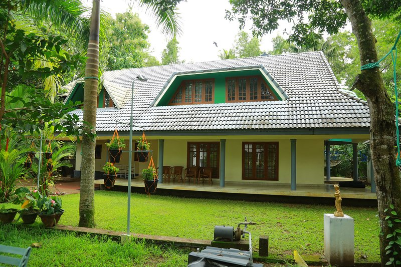 Relax at  Orchard inn - Holiday home in Alappuzha amidst tropical fruit trees,, vacation rental in Athirappilly