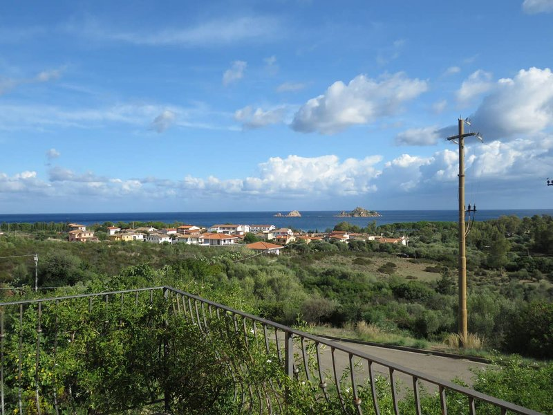 Big house with sea view & terrace, holiday rental in Baunei