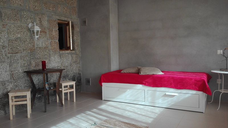 Beautiful house in Cabril  & Wifi, holiday rental in Muinos