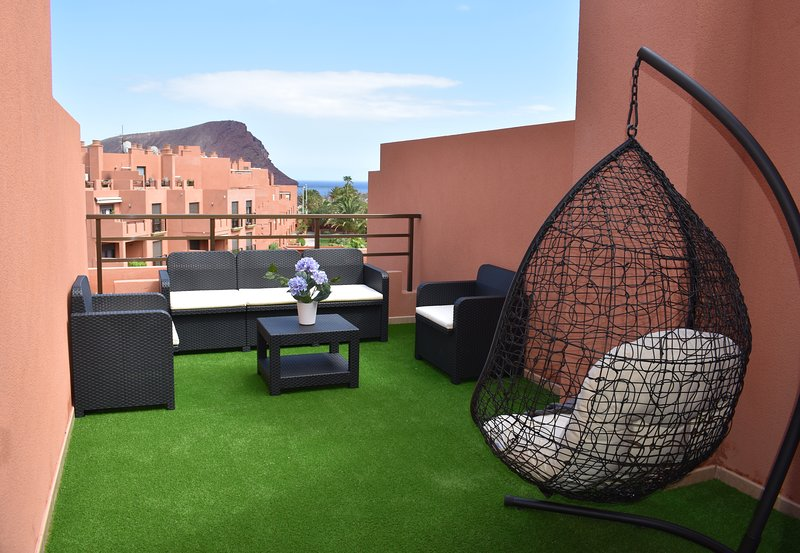 Apartment with shared pool, holiday rental in La Tejita