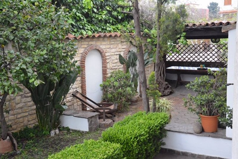 Amazing house with garden & terrace, location de vacances à Riposto