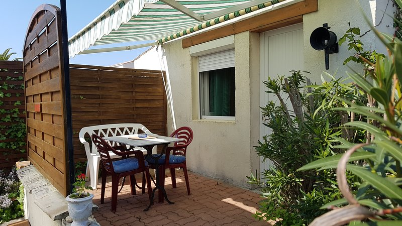 Amazing studio with garden & Wifi, holiday rental in Le Grand-Village-Plage