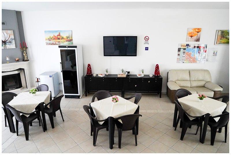 Amazing villa with swimming-pool, holiday rental in Trani