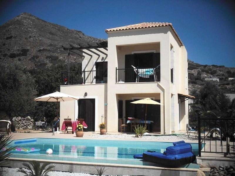 Beautiful villa with swimming-pool, holiday rental in Drapanos