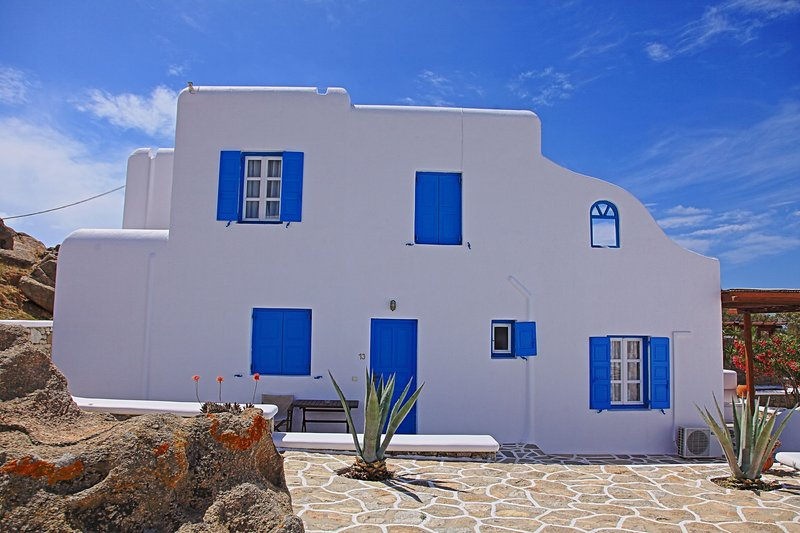 Maganos Suite Dio: Seaview, for 2 persons, enjoys a shared pool, close to Agia, vacation rental in Paraga