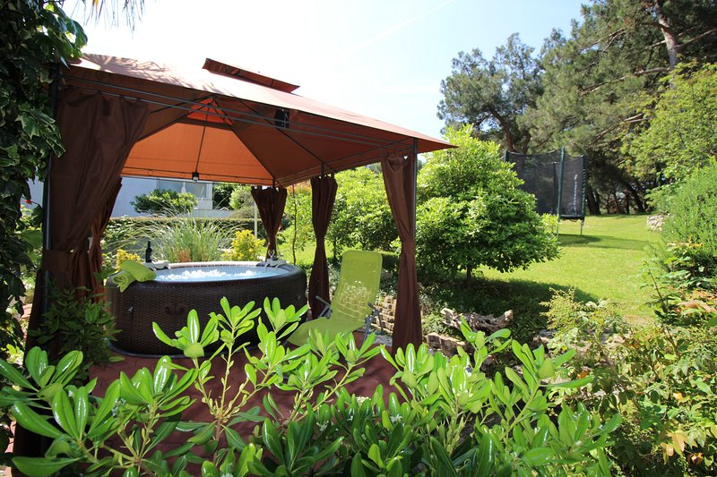 Holiday house Bella with jacuzzi, vacation rental in Porec
