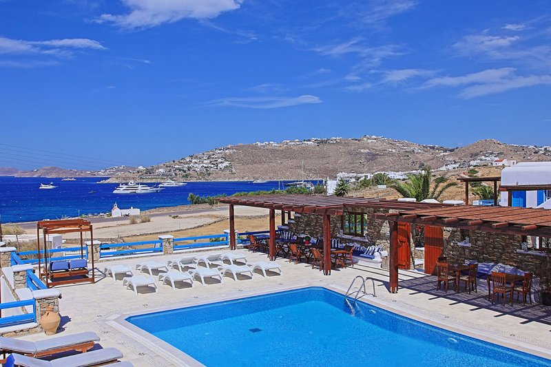 Maganos Suite Tria: Amazing views, for 2 persons, enjoys a shared pool, close, vacation rental in Paraga