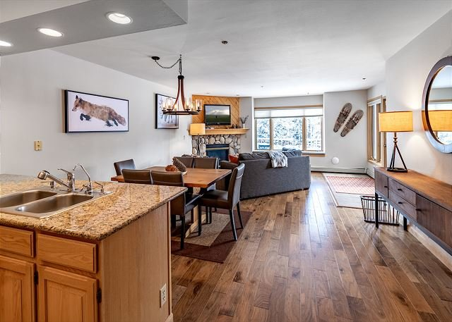 Tyra Chalet 127 Condo: Ski-In/Ski-Out!, vacation rental in Breckenridge