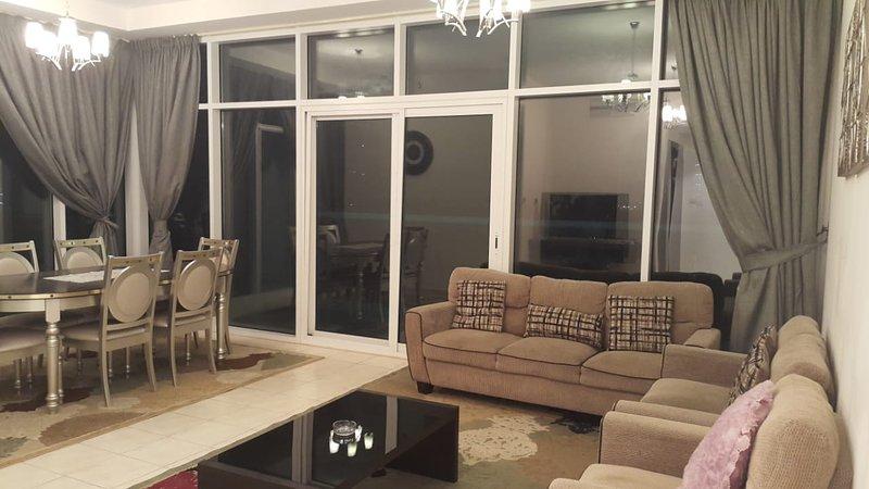 4 Bedroom Luxury Villa near the Beach, alquiler de vacaciones en Murqquab
