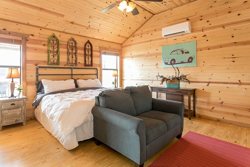 Live Oak Creek Cabins, vacation rental in Fredericksburg