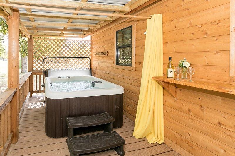 Live Oak Creek Cabins Dean's Cabin, vacation rental in Fredericksburg