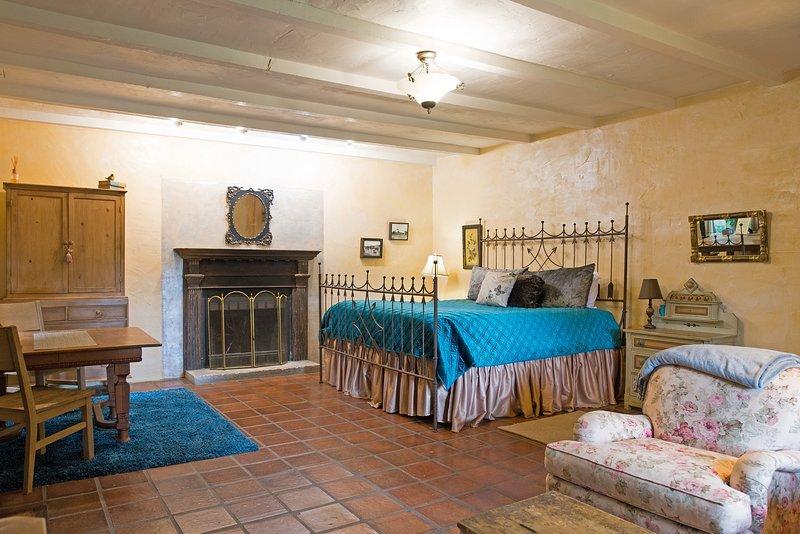 Austin Street Retreat Annie's Cabin, vacation rental in Fredericksburg