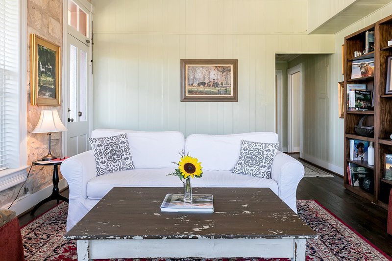 RS Hanna Gallery (Both Suites), vacation rental in Fredericksburg