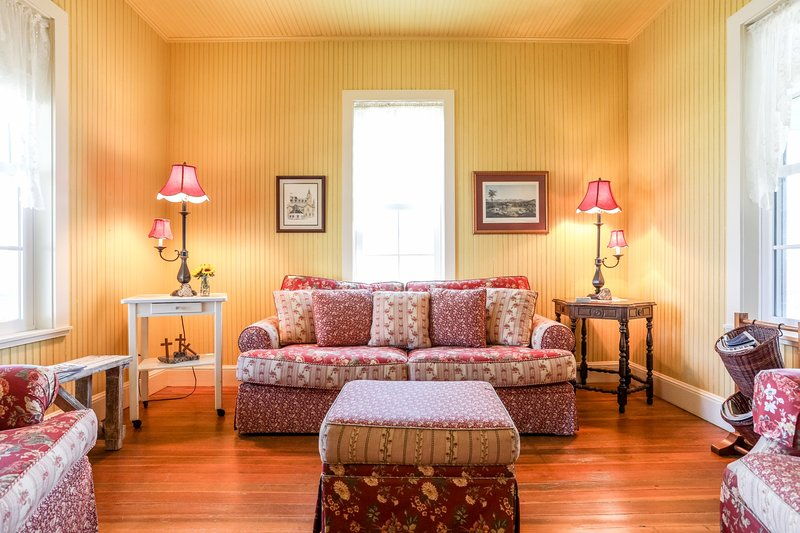 Barbi and Keith's Kottage, holiday rental in Fredericksburg