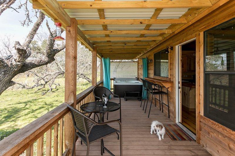 Live Oak Creek Cabins Nick's Cabin, vacation rental in Fredericksburg