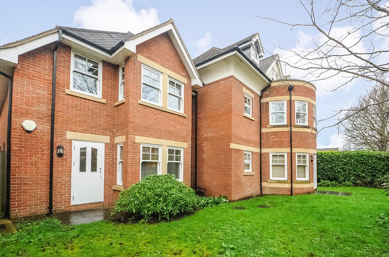 Righton one-bedroom serviced apartment in summertown (oxjiejw), vacation rental in Eynsham