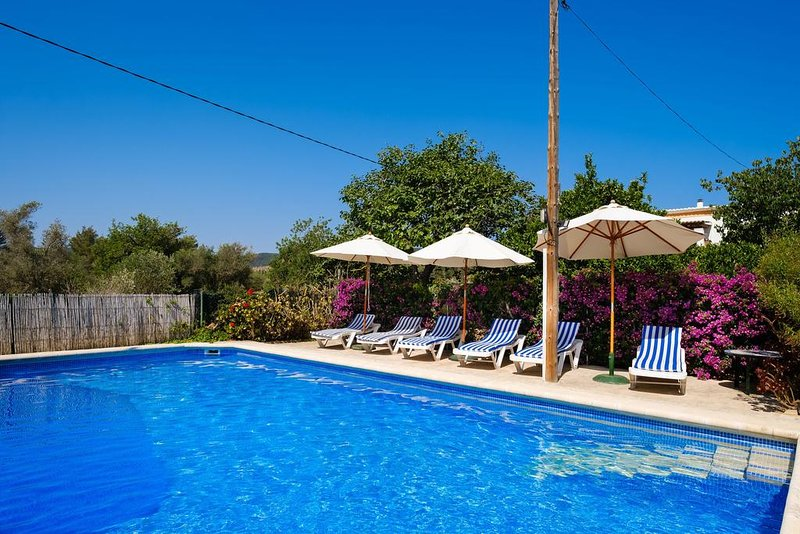 Amazing villa with swimming-pool, vacation rental in Portinatx