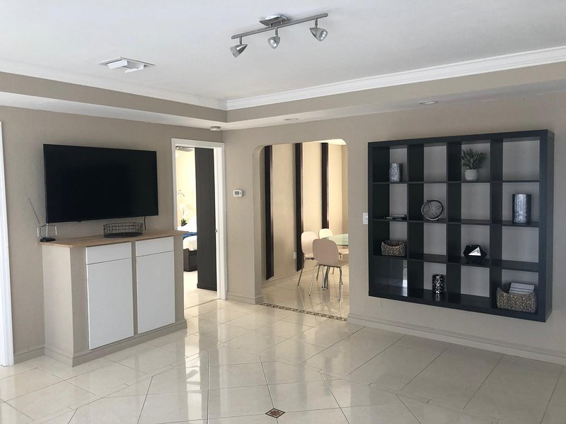 Stylish Home close to everything, holiday rental in West Hollywood
