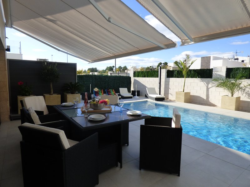 Villa Milan, beautiful and modern villa with private pool for 6 people, vacation rental in Polop