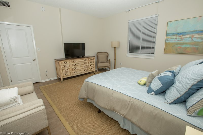 Indoors,Bedroom,Room,Furniture,Bed
