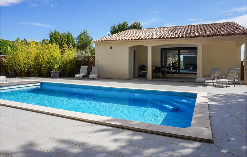 Stunning home in Caunes Minervois with Outdoor swimming pool and 3 Bedrooms (FLA, location de vacances à Caunes-Minervois