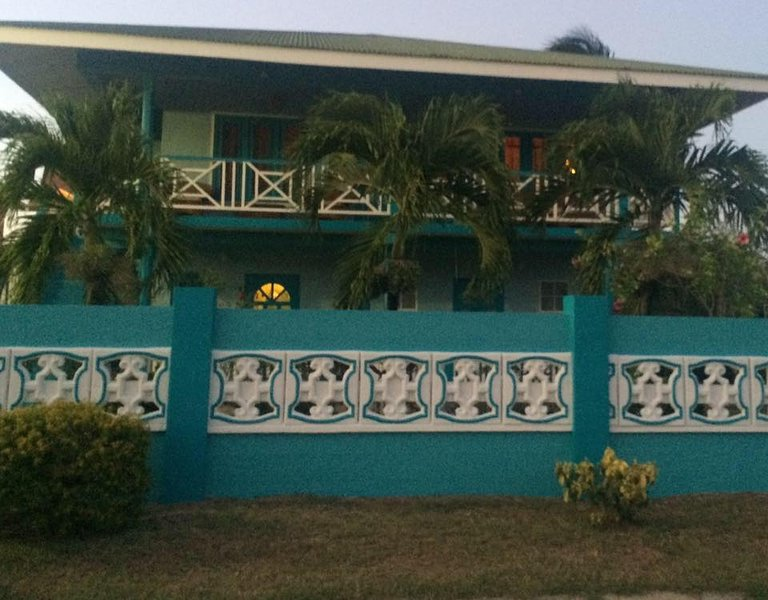 3 Bedroom House with Pool, vacation rental in Crown Point