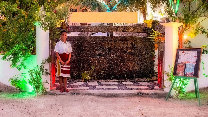 Gorgeous Residence Steps To White Sand Beach, vacation rental in Kaafu Atoll
