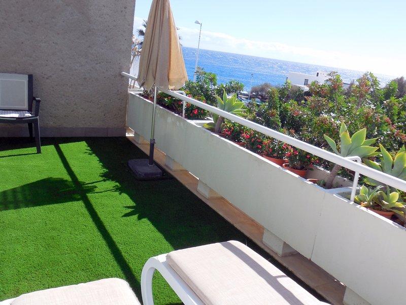 Comfortable and sunny beach apartment, wifi, large terrace, Poris de Abona A, holiday rental in Arico