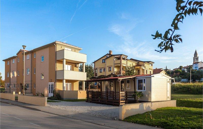 Stunning home in Funtana with 1 Bedrooms (CIE760), alquiler vacacional en Funtana