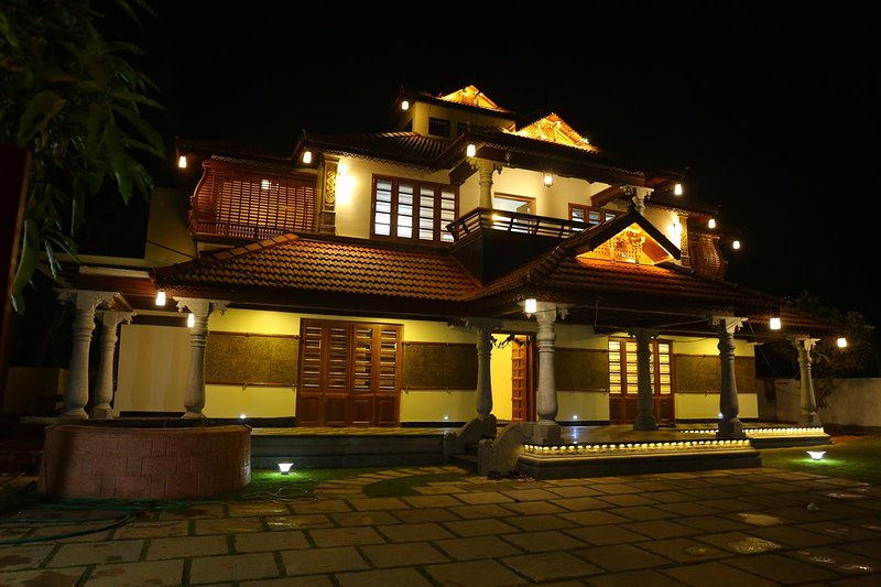 Luxury budget traditional kerala villa with pool near Kochi Airport, holiday rental in Kothamangalam