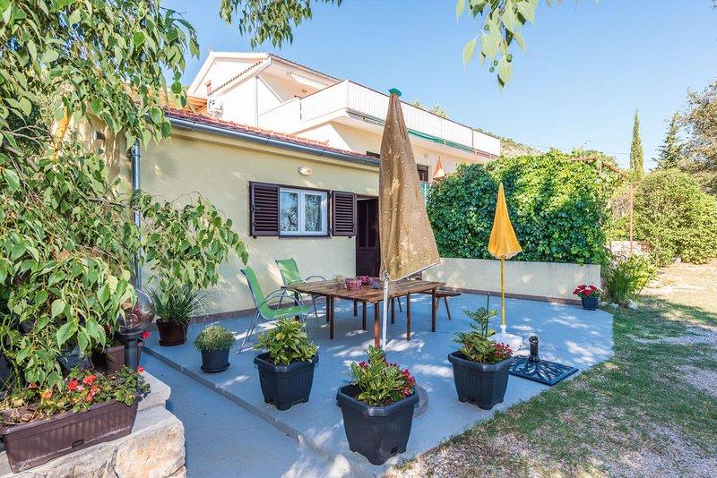 Provalija Apartment Sleeps 2 with Air Con - 5818755, alquiler vacacional en Seline