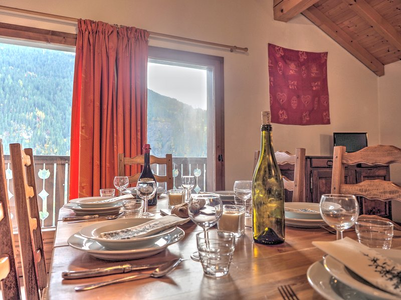 7p, 3 bedroom chalet with stunning views and option to join up to sleep 22p, holiday rental in Peisey-Vallandry