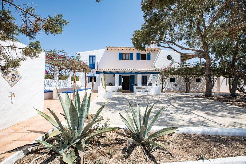 Casa Migjorn 10 pax.Terraza con vistas al mar,barbacoa., vacation rental in El Pilar de la Mola