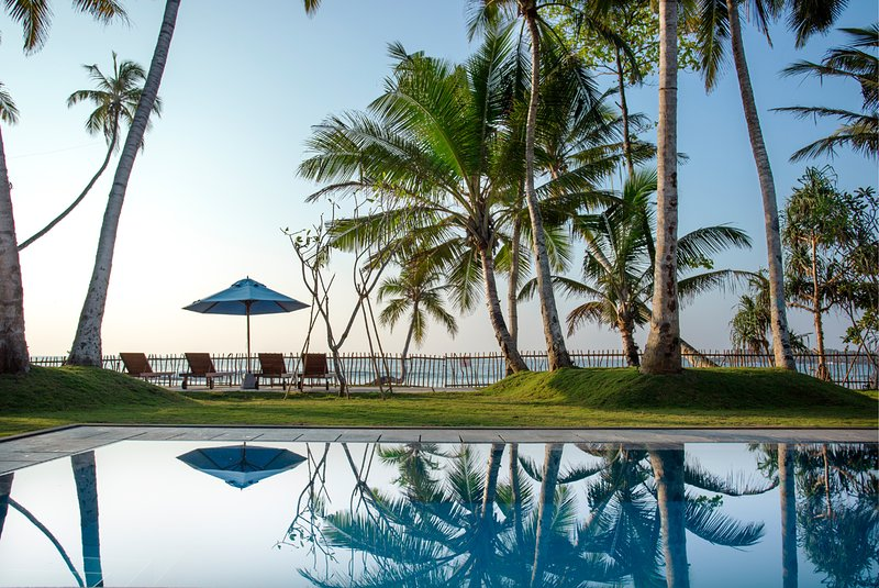 Stunning Beachfront Villa, vacation rental in Talalla
