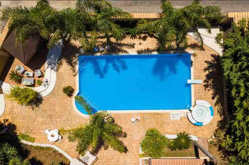 Amazing villa with swimming-pool, holiday rental in Montelepre