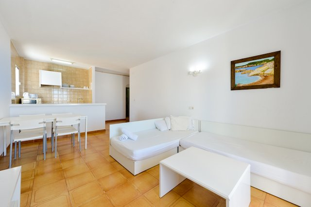 Amazing apartment with shared pool, location de vacances à Sant Josep de Sa Talaia