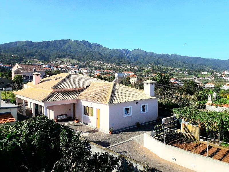 Beautiful house with terrace & Wifi, holiday rental in Santana