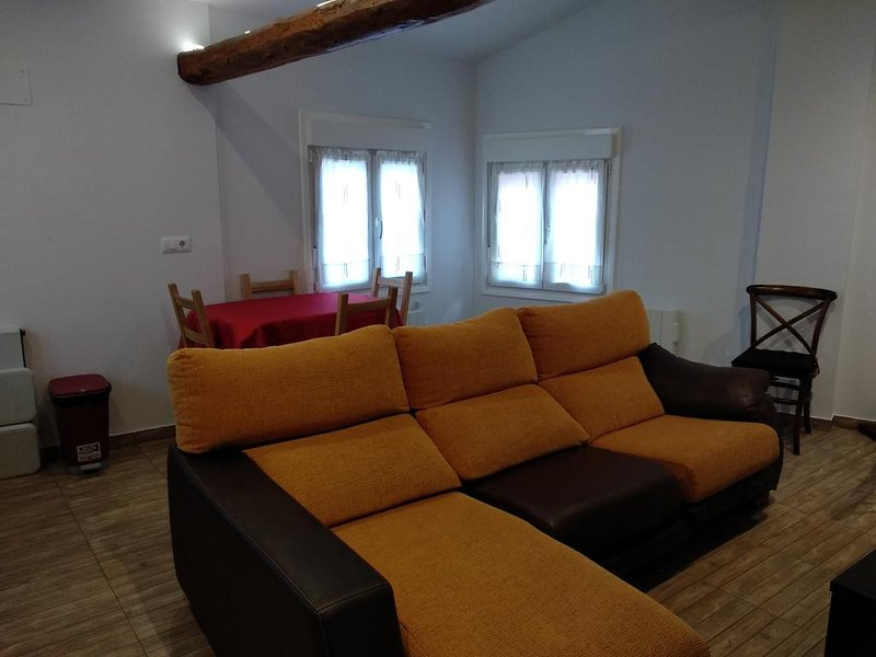 Beautiful house with terrace & Wifi, holiday rental in Ausejo