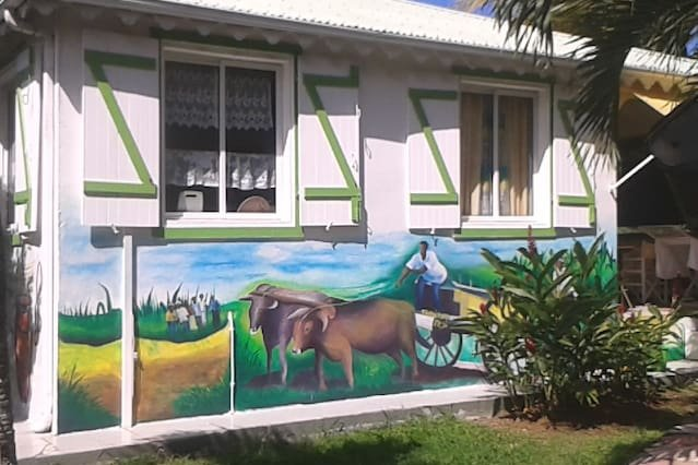 Amazing bungalow with shared pool, vacation rental in Lamentin