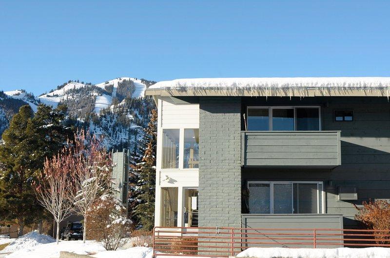 Storybook Ski Studio * Near Baldy * Ski Locker * Walk to Downtown Ketchum, vacation rental in Sun Valley-Ketchum