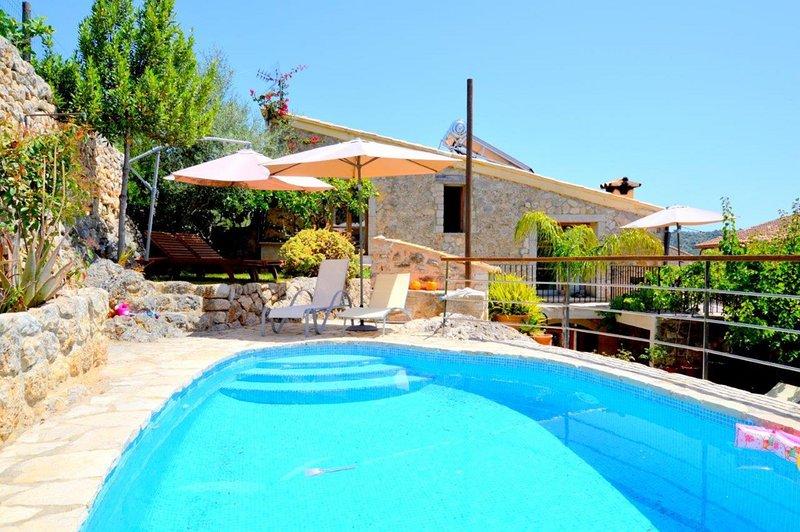 Casa con piscina y vista mediterránea, aluguéis de temporada em Mancor de la Vall
