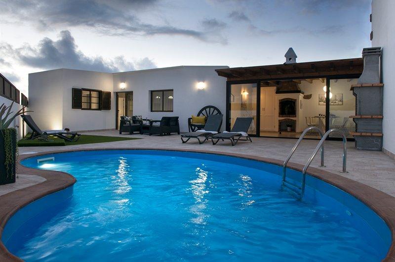 Beautiful villa with swimming-pool, holiday rental in Tajaste