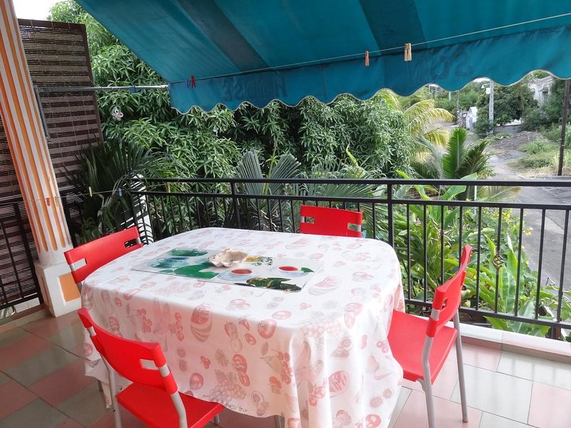 Nice house with shared pool & Wifi, location de vacances à Bambous