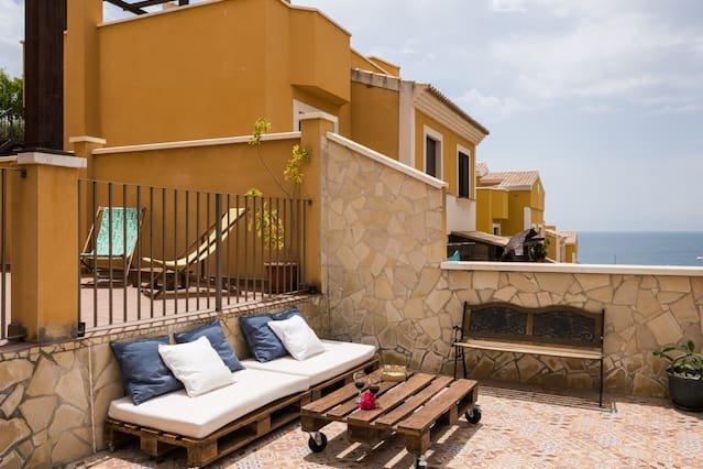 Spacious house in Vélez-Málaga, vacation rental in El Morche